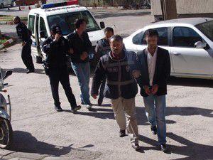 Akşehirde tehditle para alan 3 kişi tutuklandı
