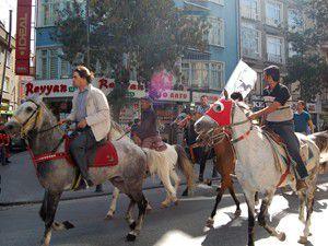 Rahvan atları Konya caddelerinde yürüdü