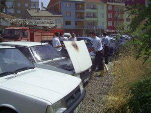 Konyada park halindeki otomobil yandı