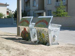 Selçuklu'da çöp konteynerleri boyandı