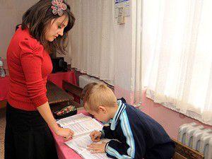 Kademe yükseldikçe kadın eğitimci düşüyor