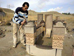 İnternetten mezar taşı satıyor