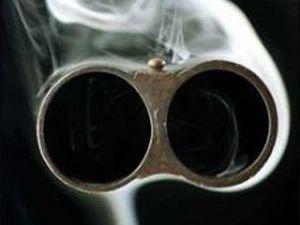Konyada öfkeli koca eşini silahla öldürdü