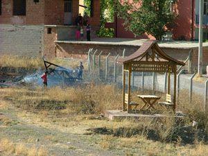 Konyada çocuk parkındaki kameriyeyi yaktılar