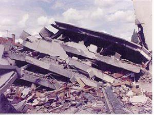 Mısırda bina çöktü: 13 ölü, 23 yaralı