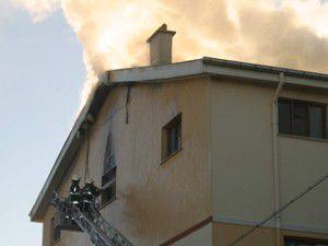 110 kişinin kaldığı yurtta yangın çıktı