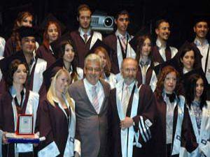 SÜ Diş Hekimiliği Fakültesinde mezuniyet sevinci
