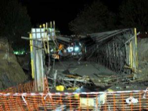 Hızlı tren için yapılan köprü çöktü: 7 yaralı