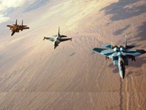 Savaş uçakları Suriye sınırında!