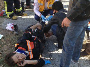 Konyada çöp kamyonu devrildi: 2 yaralı