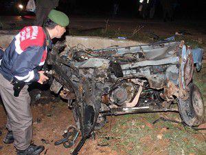 Otomobil üç parçaya ayrıldı