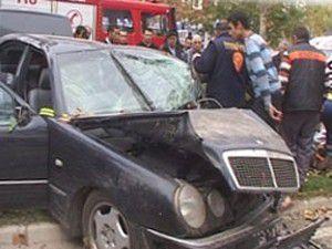 Ehliyetsiz sürücü ve arkadaşları yaralandı
