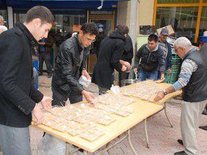 Sarayönü Belediyesi aşure dağıttı