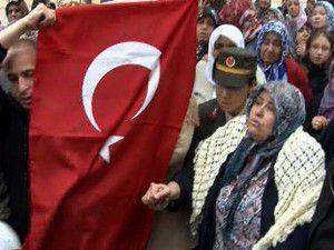 Türk bayrağını ezdirmedi