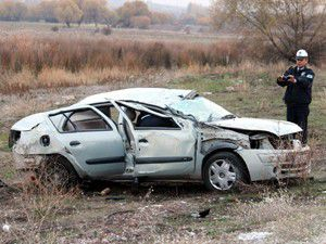 Beyşehirde otomobil takla attı: 1 yaralı