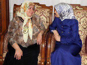 Şehit annesini ziyaret etti