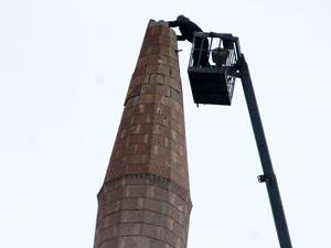 Depremde zarar gören minare tamir edildi