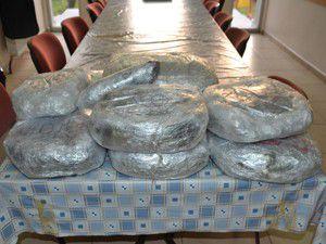 Folyolara sarılı 10 ayrı pakette 10 kilo esrar