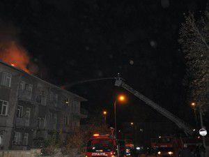 Çatıdaki yangın korkuttu