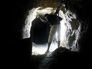 Gazzeliler, tünelleri onarmak için kolları sıvadı