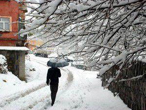 Kar yağışı nedeniyle bazı köy yolları kapandı