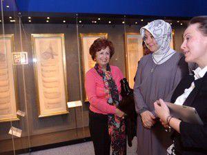 Hayrünnisa Gül,müzede bazı sergileri gezdi