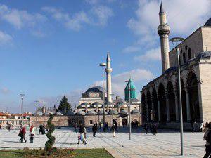 Türbeönü Meydanı Şeb-i Arusa yetişiyor