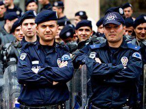 İnternette Yorum Yapan 25 Polise Soruşturma