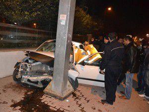 Konyada otomobil duvara çarptı: 1 yaralı