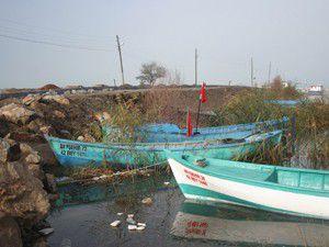 Yağışlı hava Beyşehirdeki balıkçıları vurdu