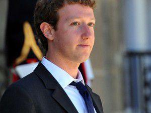 Facebookun patronundan yarım milyar dolar