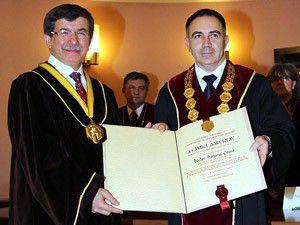 Dışişleri Bakanına fahri doktora unvanı
