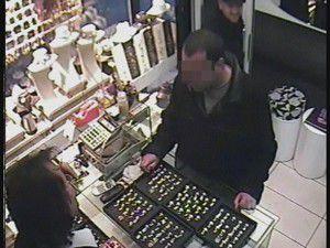 3 Seferde 11 yüzük çalan hırsız yakalandı
