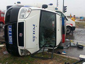 Konyada trafik kazası: 3ü polis, 5 yaralı