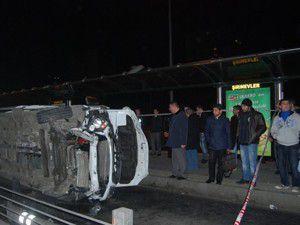 Metrobüs durağına devrildi