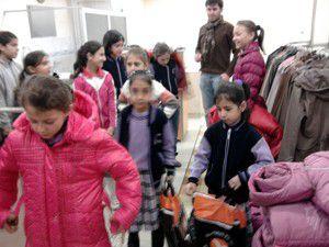 Sarayönünde öğrencilere giyecek yardımı