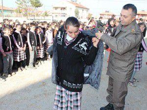 Beyşehirde öğrencilere giyisi yardımı