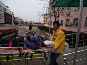 Merdivenlerden düşen yaşlı adam hastanelik oldu
