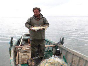 Suğla gölündeki balıkçıların kış mesaisi