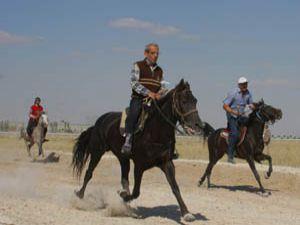 Rahvan atlar Konyada yarıştı