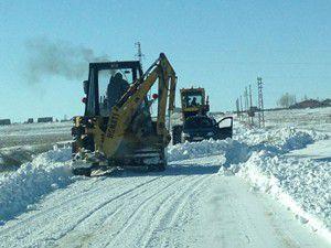 Kulu caddelerinde kar temizliği
