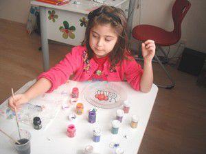 Küçük ressamlar duygularını cama yansıttı