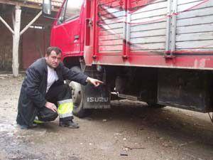 Konyada kamyonenetten akü hırsızlığı