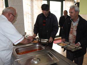 Beyşehir Göl Fenerinden hergün 150 kişiye yemek