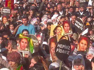 3 PKKlının cenazesini kadın Vekiller omuzladı