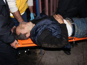 İş yeri sahibi ve yakını yaralandı