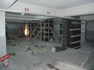 İş merkezinin kolonlarına destek çalışması başladı