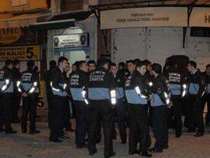 İzmirde işportacılar zabıtaya saldırdı