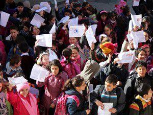 Beyşehirde öğrencilerin karne sevinci