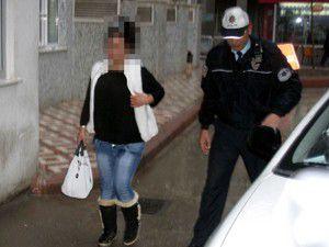 Alkollü kadın sürücü polise yakalandı